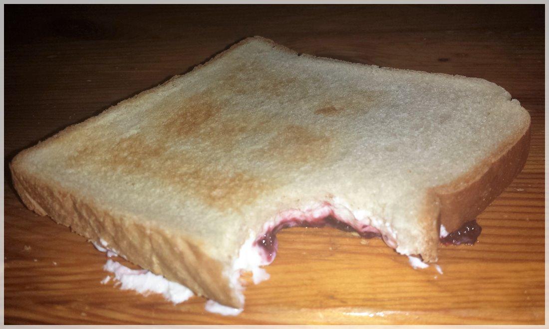 Unfall mit meinem Quark-Marmeladen-Toast
