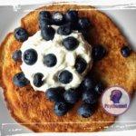 pfannkuchen-mit-sahne-blaubeeren-ketogen-lchf