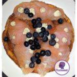 omelette-mit-lachs-und-blaubeeren