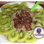 overnight-oats-banane-schoko-mit-kiwi-u-knusper-muesli-topping