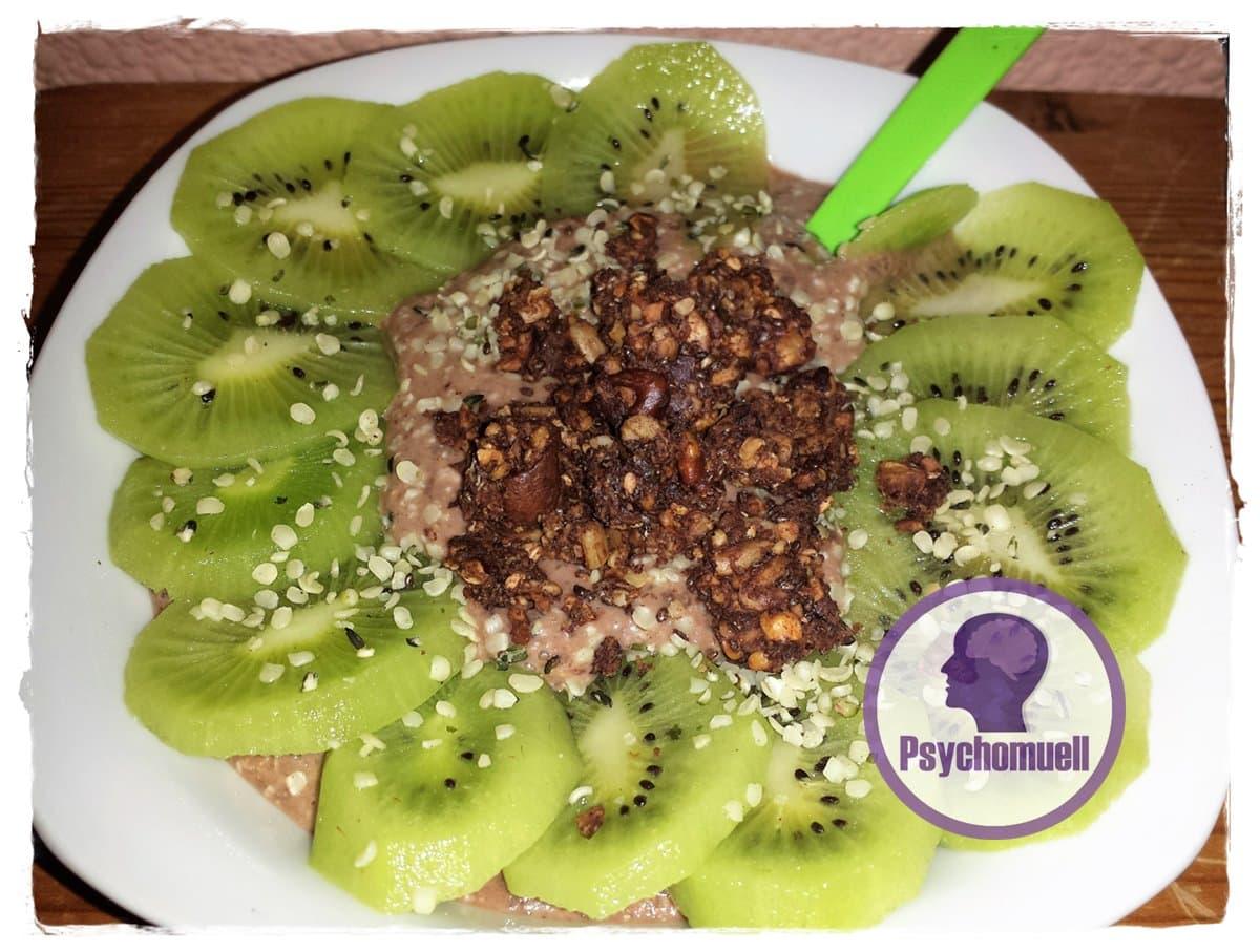 Frühstück: Overnight Oats, Banane-Schoko mit Kiwi u. Knusper-Müsli