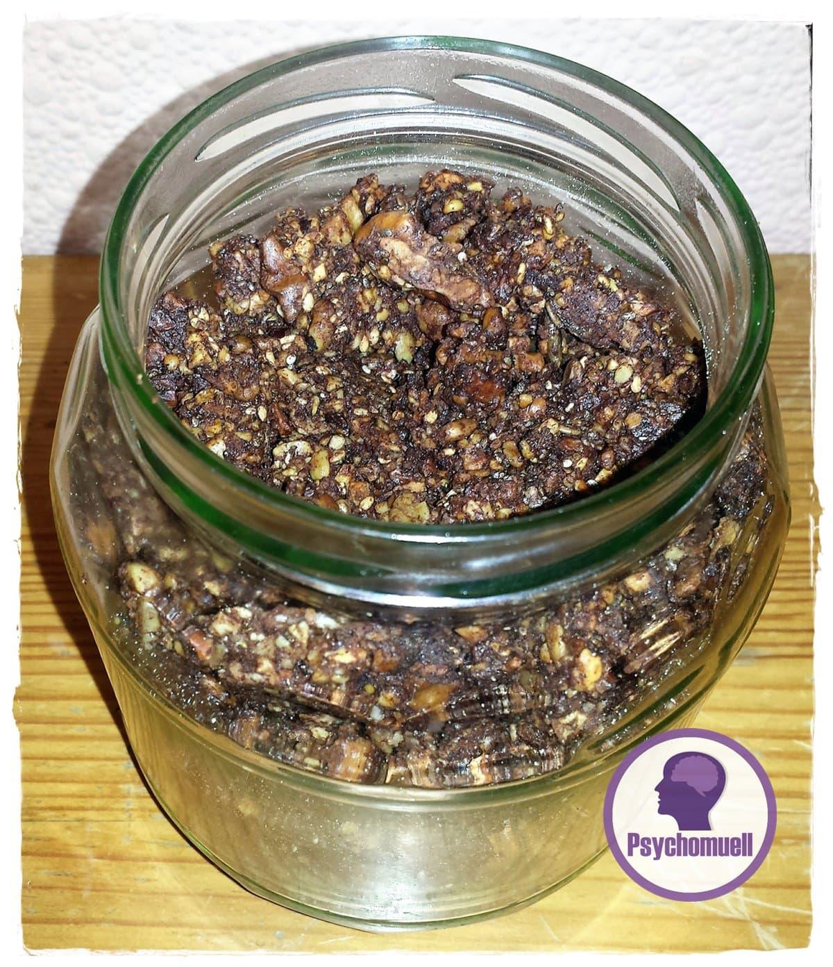 Selbstgemaches zuckerfreies Knusper-Müsli oder Granola